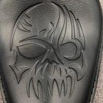 Para-Harley-Sportster-Bobber-Chopper-883-XL883L-XL883C-XLH1200-Skull-Solo-soporte-de-asiento-de-cuero-3